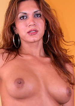 Hot tranny Clea Dias of Popp-O-Mat bare big tits